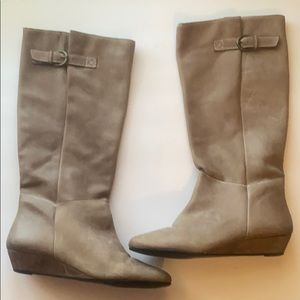 Steve Madden Intyce boots in a khaki color.